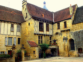 Photograph of building in Sarlat